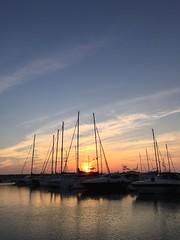 Coucher de soleil sur la marina (karine_avec_1_k) Tags: sunset sea mer vacances boat holidays bateau