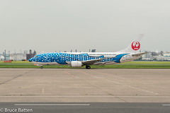 160629 JAL Maintenance Center-15.jpg (Bruce Batten) Tags: people japan buildings tokyo aircraft airplanes vehicles jp airports subjects locations hnd tōkyōto ōtaku transportationinfrastructure