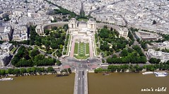 jardins du trocadro & musee de l'homme, view from the top of the eiffel tower, paris (rain's child) Tags: travel paris france eiffeltower aerialview toureiffel traveling trocadero museedelhomme jardinsdutrocadro gardensofthetrocadero