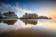 Playa de la Arnía (cfaobam) Tags: wasser stein stone landscape landschaft europe europa nature national geographic cfaobam water travel photography magic light rock meer steine felsen liencres spanien spain cfaobamhome outdoor felsformation ozean ufer küste sea berg fujifilm playa strand morning sunrise sonnenaufgang klar beach explorer2016