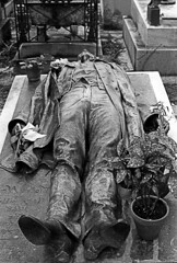 Gisant (francis_erevan) Tags: gisant bronze cimetire cemetery recumbent bw blackandwhite argentic 35mm olympus dead death mort mortuaire