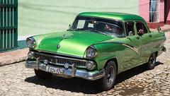 Ford Fairlane Sedan 1956 (Jean Ka) Tags: auto street verde green car sedan vintage calle cuba vert voiture limo collection chrome coche oldtimer 50s grn rue oldie limousine kuba strase kraftfahrzeug sammelstck