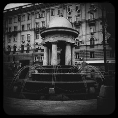 (Fountain-rotunda Nathalie and Alexander) (Andrey  B. Barhatov) Tags: city urban blackandwhite bw noir msk worldmap citywalks iphonecamera kitcam