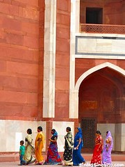 "Saris de colores • <a style=""font-size:0.8em;"" href=""http://www.flickr.com/photos/92957341@N07/8722107773/"" target=""_blank"">View on Flickr</a>"