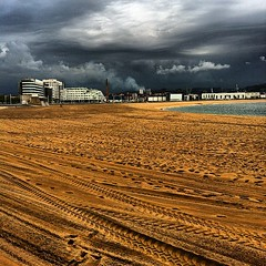 Playa de Poniente #gijon #asturias #victormsuarez... (Asturiphone) Tags: asturias playa gijon uploaded:by=flickstagram estoesasturias instagram:photo=1948246862449525688026757 instagram:venue_name=talasoponiente instagram:venue=441265 victormsuarez