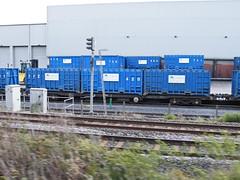 92580 Northenden 201012 (Dan86401) Tags: wagon flat container 92 gmc freight binliner modal northenden kfa intermodal 92580 greatermanchestercouncil standardwagon gmc92580 greatermanchesterbinliner