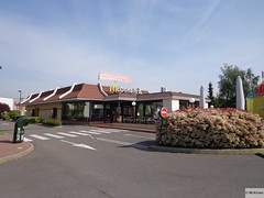 McDonald's Aronnay ZA Le Petit Coudray  (France) (mckroes) Tags: france restaurant store mac europa europe kroes fastfood  mcdonalds le drivethru junkfood frankrijk za francia macdonalds petit mcdo macdo sebastiaan 0326 mcdrive mcauto aronnay automac mckroes coudray w630