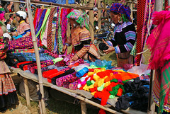 Colours (Peter Lochschmied) Tags: colors can vietnam cao hmong farben