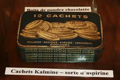muse le bunker de La Rochelle, boite cachets Kalmine (thierry llansades) Tags: museum war museu wwii muse atlantic musee bunker ww2 17 block larochelle bloc objet guerre blockhouse blockhaus aspirine patrimoine fresque atlantik atlantique atlanticwall atlantikwall wii fresques musum lapallice blockaus aunis kalmine musem