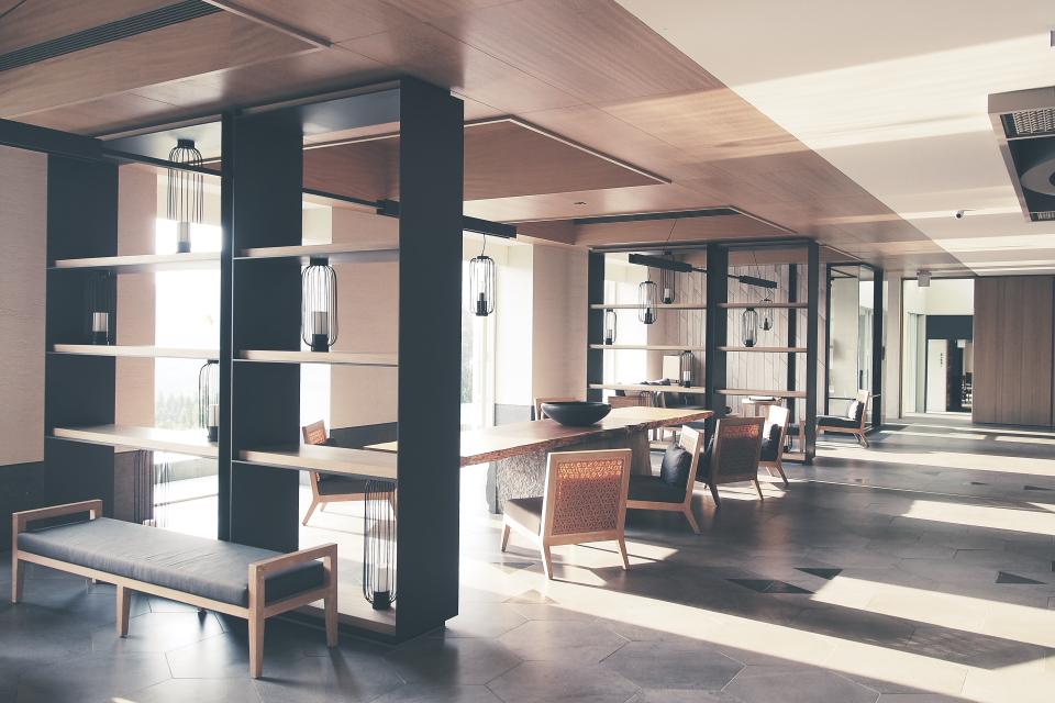 Lobby011.JPG