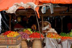 vendeuse march Ethiopia_4250 (ichauvel) Tags: africa woman fruits colours market couleurs femme dar vegetable ethiopia bahir march lgumes afrique eastafrica bahardar ethiopie cornedelafrique afriquedelest