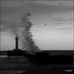 (Walsh) Tags: bw white black france port canon eos noir 7d vague blanc phare saintnazaire walsh