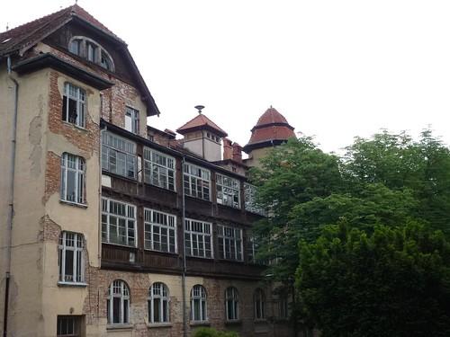 Pawilon Sanatoryjny Parkowy (1910, pl. Piastowski 33a)  od ulicy Cervi.
