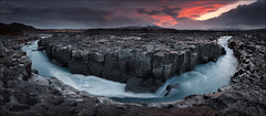 [ ... the gathering wilderness ] (D-P Photography) Tags: blue red panorama sun mountain sunrise canon river landscape island iceland stream highland nd landschaft hvita ndgrad dpphotography hitechreverse