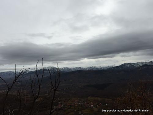 MARCHA-371-los-pueblos-abandonados-valle-de-aravalle-avila-senderismo (17)