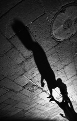 Santiago de Chile (Alejandro Bonilla) Tags: chile street city santiago urban blackandwhite bw blancoynegro de calle streetphotography ciudad bn manuel urbana urbano fotografo venegas urbe urbex fotografochileno