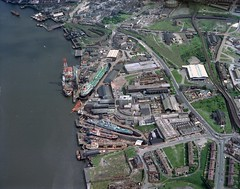 Middle Docks and Engineering Company, South Shields, 1976 (Tyne & Wear Archives & Museums) Tags: industry industrial ships engineering rivers southshields tyneside vessels rivertyne aerialphotograph drydocks southtyneside shiprepair northeastofengland middledocksengineeringcompanyltd