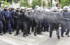 D3s_20160611_152718_01 (martin juen) Tags: vienna wien demo austria österreich demonstration polizei rechts aut barrikaden nationalismus gegendemo pfefferspray barrikade polizeigewalt rechtsextrem martinjuen revisonismus identitär identitäre 12062016 12juni2016