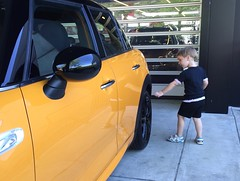 Lucien checking out daddy's new car (robert mohns) Tags: mini minicooper lucien f55