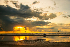 i do mt mnh (Huy Lee Photographer) Tags: cnvnh thibnh vitnam morning sunrise sky cloud sun human bike deep sea sand beach