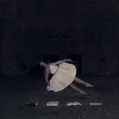 Dream, little girl, dream... (Laudeur Muniz) Tags: levitation levitao dark fairytale darkness dress girl composite brasil brazilian brazil new world book livro