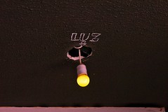 Luz/Light (Luis Iturmendi) Tags: light color luz strange yellow ceiling amarillo techo bombilla seal absurdo extrao