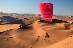 nico dune sossluveiv-5 (sandrox26) Tags: voyage sport landscape fly sand dunes sable paysage parapente namibie