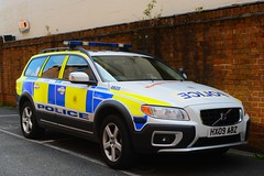 HX09 ABZ (S11 AUN) Tags: car volvo support force traffic fsu police hampshire isleofwight vehicle roads emergency d5 response unit iow firearms armed 999 rpu policing arv xc70 anpr hx09abz