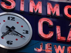 bulova (army.arch) Tags: clock sign mi neon michigan detroit jewelry jeweler simmonsandclark