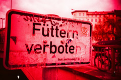 Fttern verboten. (Markus Moning) Tags: berlin film sign analog 35mm germany lomo lca xpro lomography fuji cross professional schild chrome processing tungsten process lc expired fujichrome processed friedrichshain verboten moning fttern t64 markusmoning