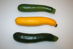 02 - Zutat Zucchini / Ingredient zucchini (JaBB) Tags: food cooking dinner recipe lunch baking milk potatoes essen cinnamon tomatoes garlic eggs onion zucchini flour mehl chives tomaten mittagessen oregano feta redonion zwiebel abendessen backen kartoffeln milch knoblauch kochen eier moussaka schnittlauch nahrung hackfleisch rezept nahrungsmittel zimt groundmeat rinderhack rotezwiebel kochexperimente kochexperiment beefgroundmeat