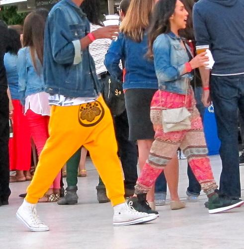 man yellow design pants crotch harem