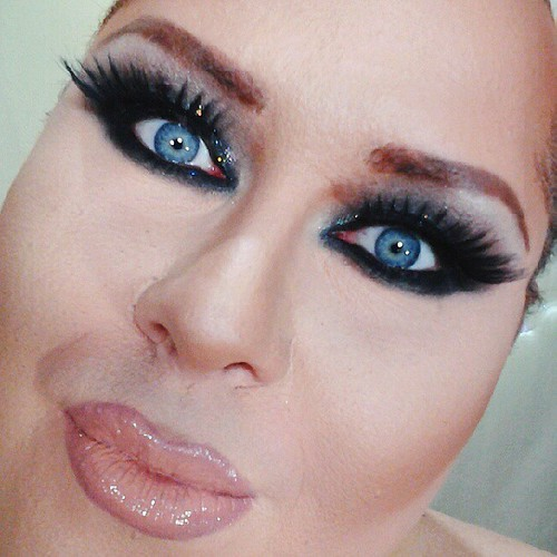 Fazendo video tutorial de maquiagem Black Smokey para blog. Vou postar amanhã. Finalmente consegui fazer o video!
