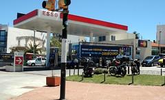 ESSO Servicentro FANIRAL S.A. - Estacin de servicio (EDL-Funes) Tags: uruguay gasstation montevideo esso exxon petrolstation gasolinera fillingstation exxonmobil estacindeservicio