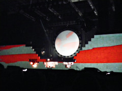 Roger Waters, The Wall, A concert against War, dictatorship and intolerance, 06 Sept 2013, 16 (Andy von der Wurm) Tags: show music art rock germany deutschland concert europa europe artist tour kunst pinkfloyd alemania nrw musik dusseldorf gigantic konzert dsseldorf allemagne brilliant thewall duesseldorf rogerwaters knstler gegenkrieg againstwar tournee comfortablynumb superlativ gigantisch kuenstler hobbyphotograph bombastisch againstintolerance againstdictatorship gegenintoleranz gegendiktatur andreasfucke andyvonderwurm