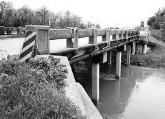 Market Street Westbound Bridge over Hunting Bayou, Houston, Texas 0204121531BW (Patrick Feller) Tags: county street bridge west concrete four texas market 4 hunting houston places historic east beam bayou national register harris possible bound tee span pontist
