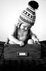 Debajo de un botn (365Pinkphotos) Tags: nikon gorro caja bebe d3100
