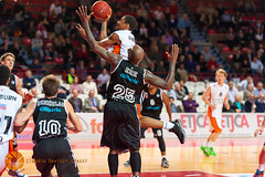 varese-ulm-306.jpg (Claudio Devizzi Grassi) Tags: sports basketball sport team europa europe basket action varese ulm eurocup pallacanestro ratiopharmulm pallacanestrovarese cimberiovarese 201314 20132014 ulebeurocup basketballulm1846 claudiodevizzigrassi