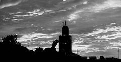 Marokko, sunset in Marrakesch, sw bw ,  M10-146 (roba66) Tags: voyage africa city travel sunset sky bw sun clouds atardecer town reisen cityscape sonnenuntergang place sundown platz urlaub himmel wolken el mosque sacre des marakesh explore amanecer morocco cielo maroc stadt marrakech afrika sw der sonne marokko santuario marrakesch fna plazza moschee nordafrika knigsstadt kingdom morocco roba66 perle sdens djemaa henkersplatz