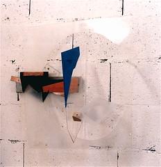 Living room music  (  1996 ), plexy, bois, nylon, cuivre, peinture. Il y a une partie mobile. (emmanuelviard75) Tags: bois cuivre plexy