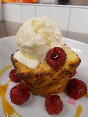 pain brioché perdu, framboises coulantes, glace maison miel (ywarnery1) Tags: dessert pain miel brioche perdu glace framboise