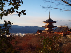 Kyoto, Japan (aljuarez) Tags: japan temple kyoto buddhist 京都 清水寺 japon kiyomizudera templo tempel japón budista bouddhiste 日本 kansai 関西 kioto お寺 budismo 仏徒 kiyomizu