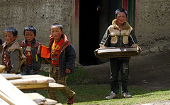 Tibetan school children, Tibet 2013 (reurinkjan) Tags: county school mi writing children student letters tibetan scholar sect pupil headed nub gön bön 2013 dgon lopdra བོད་ལྗོངས། ©janreurink tibetanplateauབོད་མཐོ་སྒང་bötogang tibetབོད nyarong khamཁམས།easterntibet ༢༠༡༣ khamཁམས་བོད khamsbodkhamwö tibetanstylebookདཔེ་ཆ་pechareadstudyདཔེ་ཆེ་ཀློག་པpechélokpabookscripturetextཕྱག་དཔེ་phyagdpeblockprint printingformscriptདབུ་ཅན་uchentibetanuchenscriptབོད་ཡིག་དབུ་ཅནböyikuchenputinwritingཡིག་ཐོག་ཏུ་བཀོདyiktoktukö ཉག་རོང་། སློབ་གྲྭ ཁྲིད་འཕྲུག trintruk ཁྲིད་ཕྲུག tritruk བོད་ཕྲུག bötruk minup མི་ནུབ་དགོན།