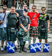 Edinburgh KIlt Walk 2008 (FotoFling Scotland) Tags: edinburgh kilt princesstreetgardens piper tartan sporran rocktrust kiltwalk