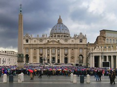 St Peter's, damp day 1 (D-j-L) Tags: italy vatican stpeters rome roma rain clouds day umbrellas damp