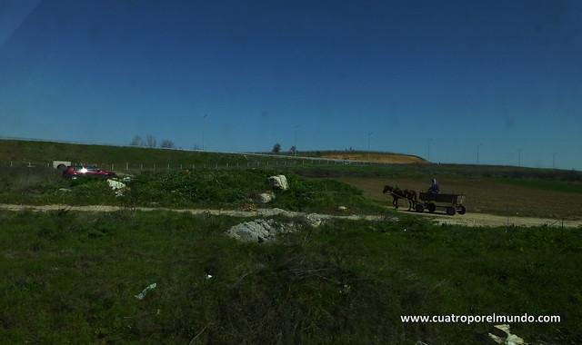En Bulgaria y Rumania, hay un monton de carros circulando por la carretera