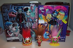 New stuff! (Veni Vidi Dolli) Tags: dolls mattel hasbro rainbowrocks rainbowdash zelfs monsterhigh moosetoys equestriagirls rochellegoyle garrottduroque loveinscaris