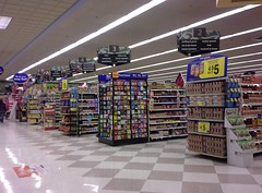 New tri-sdiers at the front aisles (Kroger, Horn Lake) (l_dawg2000) Tags: old retail vintage shopping mississippi neon supermarket ms grocerystore grocery 90s kroger hornlake krogercubesign krogerneonstyle