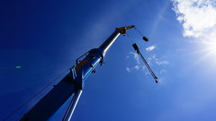 Reach for the sunlight (annesjoberg) Tags: blue light sky sun sunlight sol clouds crane sony himmel bluesky explore kran bl moln ljus gustavsberg bltt explored inexplore solljus fotosondag fotosndag sonynex5t fs160522