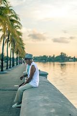 Pausa en el Malecn (julien.ginefri) Tags: cuba malecon cuban cienfuegos cubano cubain